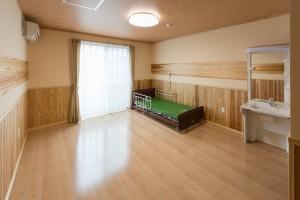 個室(ベット、水洗トイレ、洗面所を全室完備)